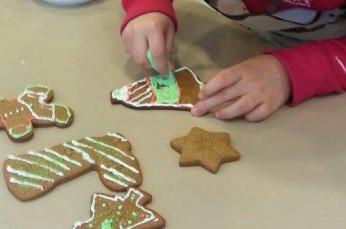 Za otroke: Peka in okraševanje prazničnih piškotov